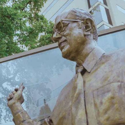 Recognizing and honoring people with the statue of Donald Seldin, M.D.