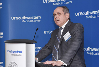 Dr. Brugarolas speaks at the UTSW President's Advisory Board meeting