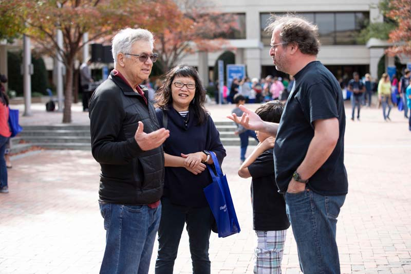 Nobel Laureate Dr. Michael Brown chats with Drs. Yuh Min Chook and Michael Rosen at Science Saturday.