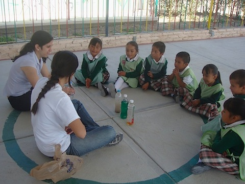 Student volunteers with a group of children in Mexico
