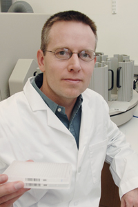 "Dr. Steven Kliewer, professor of molecular biology and pharmacology, helped investigate a specific hormone that enables starving mice to alter their metabolism and ""hibernate"" to conserve energy. The discovery could ultimately reveal a novel molecular target for drugs to treat human obesity and metabolic disorders."