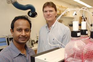 Drs. Devanjan Sikder (left) instructor of internal medicine, and Thomas Kodadek, chief of translational research, have found that orexin — a hormone associated with sleep and hunger — also activates a protein long known to stimulate tumor growth.