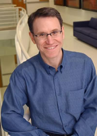 Dr. Jonathan Graff, associate professor of developmental biology and molecular biology, has shown in mice that immature fat cells in the walls of the blood vessels that nourish fatty tissue can grow into adult cells responsible for packing on extra weight.