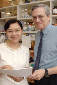Drs. Mingfang Lu (left) and Robert Munford.