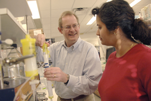 Drs. Philip Thorpe, professor of pharmacology, and Melina Soares, instructor of pharmacology, have shown that an anti-viral drug developed at UT Southwestern shows promise as a new strategy to fight viral diseases.