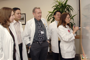 Dr. Philip Raskin (center) is leading a type 1 diabetes investigation to gauge the effectiveness of adding an investigational stem cell product to standard insulin therapy. Others on the clinical trial's research team include (from left) Dr. Ildiko Lingvay, Dr. Steve Fordan, Dr. Chanhaeng Rhee and Maria Lourdes Pruneda.