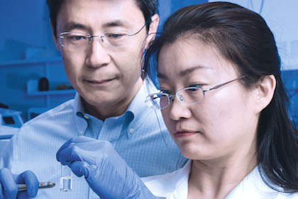 Dr. Jinming Gao, Dr. Min Luo, and colleagues developed a promising nanoparticle vaccine for cancer immunotherapy that delivers tumor antigens to immune cells.