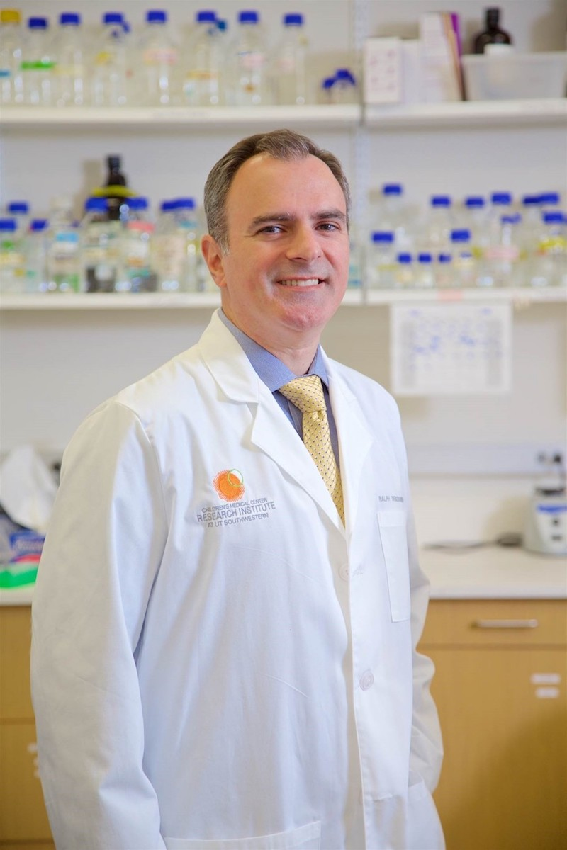 Dr. Ralph DeBerardinis and his lab have discovered a potential new treatment option for small cell lung cancer.