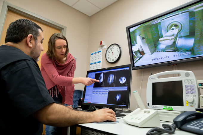 Dr. Henning and Salvador Peña, MRI Technologist, review images from the 7T